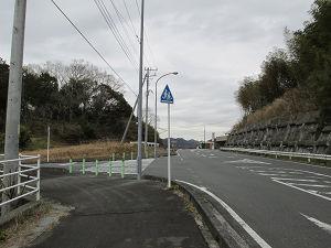 県道88から吉沢の集落への分岐