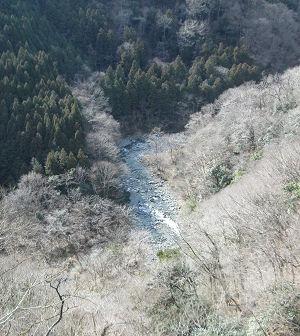 中津川の深い谷間