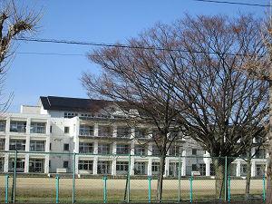 蔵風の小学校