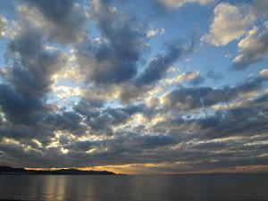 館山湾夕暮れの群雲