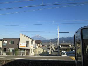 東田子の浦駅からの富士山