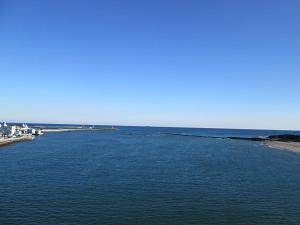 那珂川の橋上から太平洋