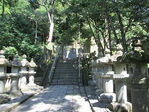 神廟への道