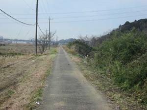 再び村田川沿いの道
