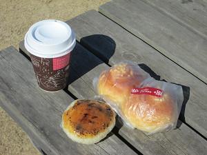 ピーナッツパンとコーヒー