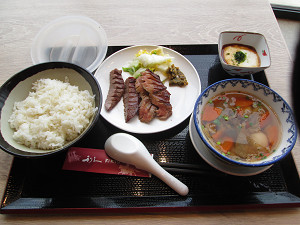 牛タンと芋煮の定食