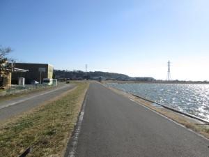 北浦沿いの道