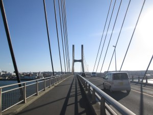 利根大橋を渡る
