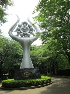 岡本太郎の像