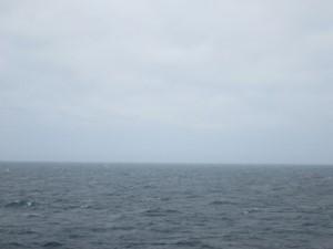 曇りの太平洋