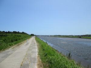 栗山川の遊歩道