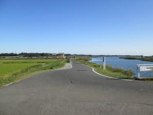 北浦沿いの道、ここから舗装道