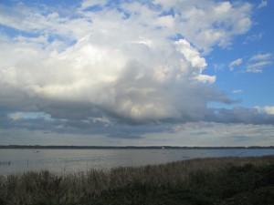 印旛沼と雲